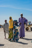 A family waits for food aid in an IDP camp in Diffa, Niger (©Arno Trümper/adelphi)